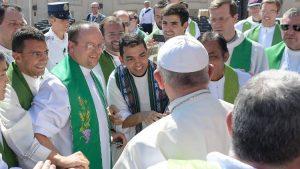 Папа: Підтримуйте своїх священиків